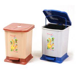 Thùng rác đạp chân 7 lít được làm từ chất liệu nhựa HDPE, với thiết kế đạp chân tiện dụng.