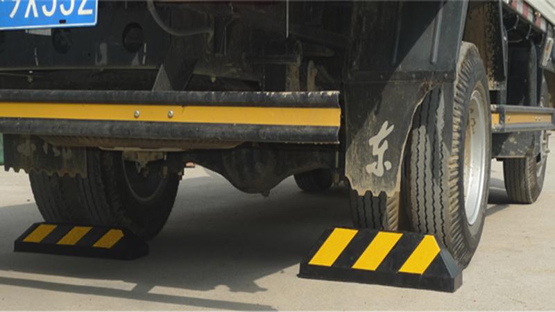 Cục canh bánh xe sử dụng cho bãi đỗ xe an toàn