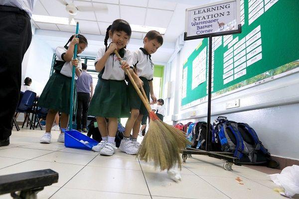 Học sinh cũng cần được giáo dục về việc giữ vệ sinh môi trường xung quanh