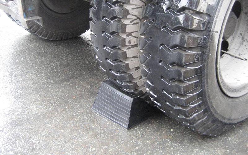 Cao su chèn bánh xe hai mặt
