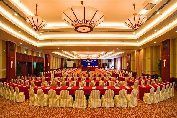 Thảm trải sàn có thể giúp không gian phòng hội thảo trở nên rộng hơn