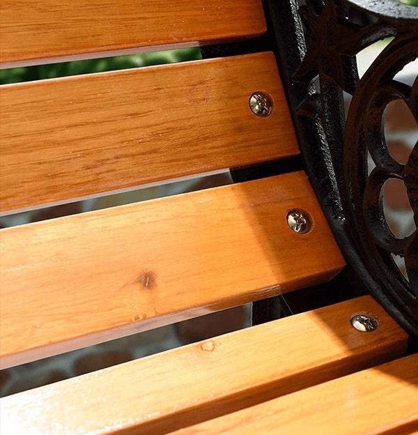 Nan gỗ và khung ghế chắc chắn liên kết bằng lục giác inox không han gỉ, chắc chắn