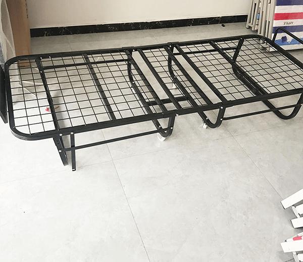 Giường phụ khách sạn nệm mút có khung sắt chắc chắn, màu đen bóng được làm từ sắt sơn tĩnh điện