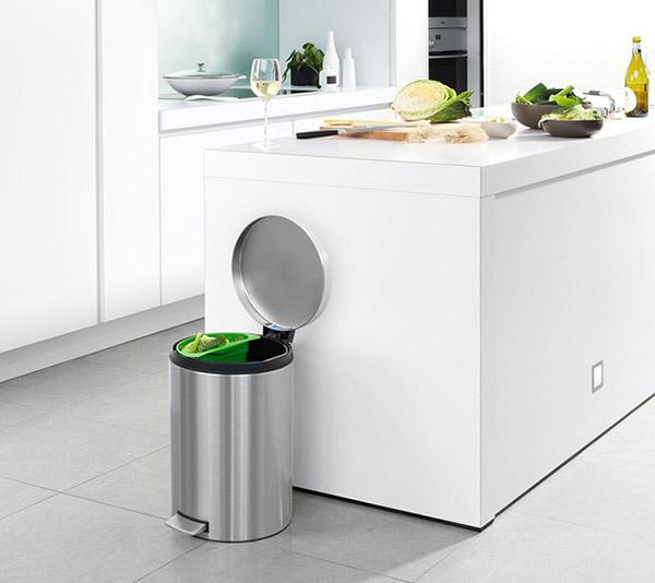 Thùng rác inox đạp chân là lựa chọn tối ưu cho các gia đình.