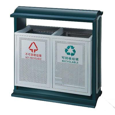 Thùng rác thép phun sơn 2 ngăn có mái che loại rác được lớn với 2 ngăn phân loại rác, có mái che bảo vệ thùng rác. Sản phẩm thùng   rác kiểu dáng đẹp được sử dụng nhiều tại các trường học, bệnh viện, doanh trại, nhà máy và công viên.  Thông tin sản phẩm: - Xuất xứ: Hàng nhập khẩu - Chất liệu: Thép phun sơn tĩnh điện - Thiết kế 2 ngăn, có mái che - Size: 850 x 400 x 920 mm - Bảo hành: 12 tháng  Đặc điểm thùng rác thép phun sơn 2 ngăn có mái che: - Thùng rác được làm bằng chất liệu thép phun sơn tĩnh điện chống gỉ - Thùng rác có 02 bên  để phân loại rác. - Phía trên thùng rác có mai che tiện dụng. - Không bị cong vênh, biến dạng tự nhiên trong quá trình sử dụng. - Cửa bỏ rác hai phía thuận tiện cho việc xả rác và có cửa mở mỗi bên giúp việc thu gom rác dễ dàng. - Thùng đựng rác bên trong làm bằng tôn hoa.  - Kiểu dáng đẹp, hiện đại, an toàn vệ sinh. - Vị trí đặt: Thùng rác thép phun sơn 2 ngăn có mái che được có thể sử dụng ở ngoài trời như cá bệnh viện, trường học, các đoạn   đường... Để đặt mua sản phẩm khách hàng có thể liên hệ ngay với nhân viên tư vấn để cung cấp thông tín sản phẩm và được hỗ trợ vận chuyển   giao hàng đến tận nơi cho khách ở xa.