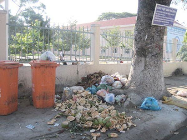 Thùng rác là nơi ... ít rác nhất