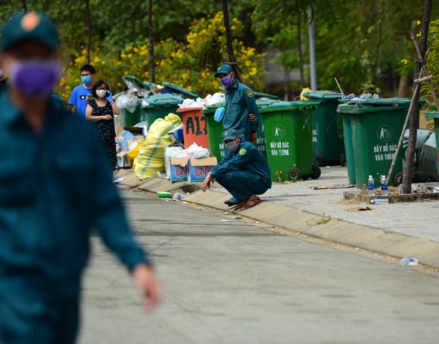 Thực trạng thiếu thùng rác tại ký túc xa