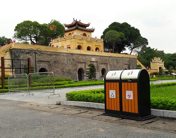 Thùng rác Hành Tinh Xanh làm đẹp cho Hoàng thành Thăng Long
