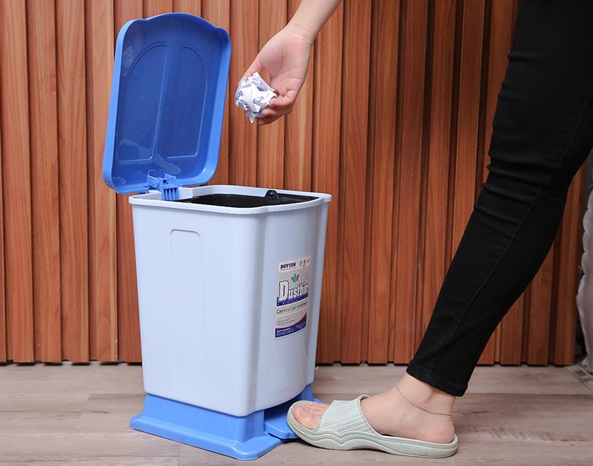 Vì sao nên dùng thùng rác nhựa đạp chân