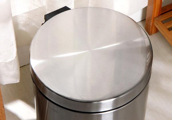 Chi tiết nắp thùng rác Inox đạp chân