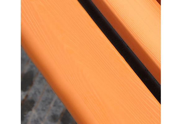 Nan ghế được làm từ gỗ lim nguyên khối chắc chắn, bền bỉ