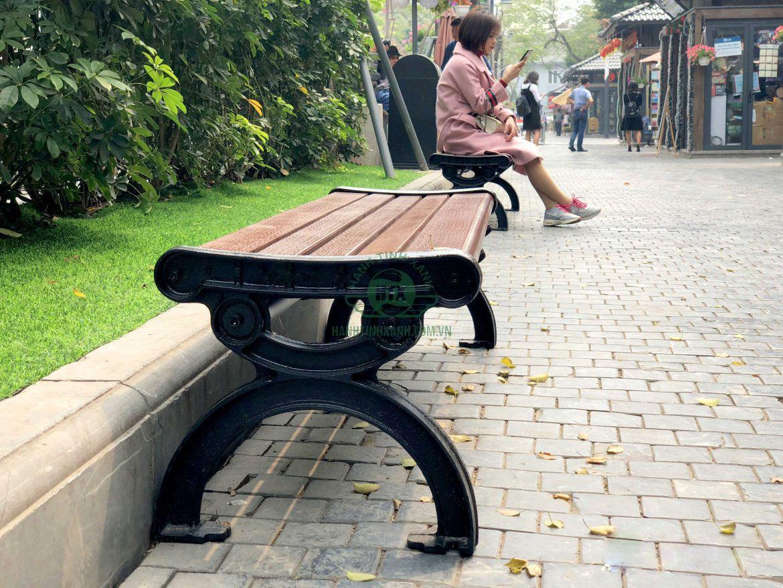 Ghế công viên bằng gỗ địa điểm nghỉ chân nơi công cộng lý tưởng