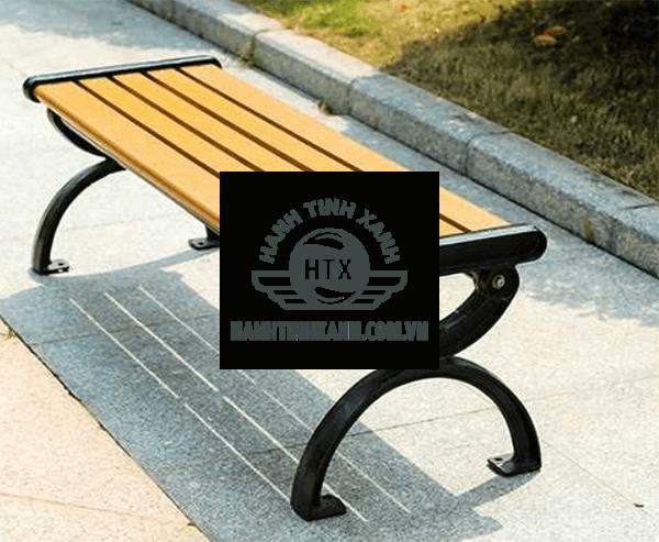 Ghế băng công viên kiểu dáng thanh lịch, kết cấu gọn nhẹ dễ di chuyển.