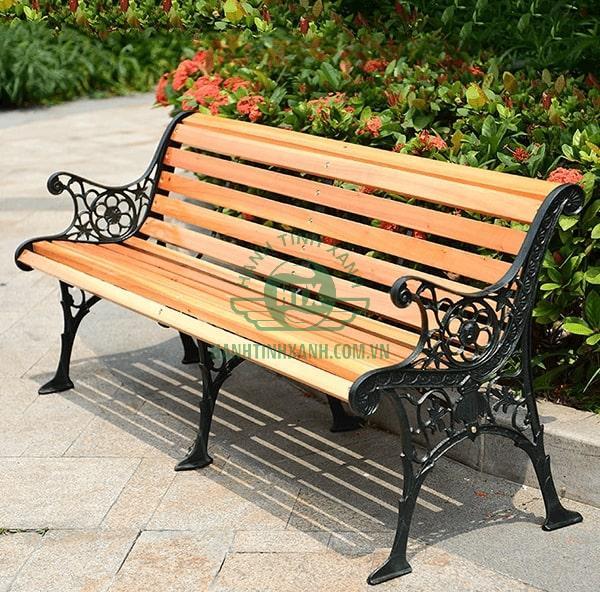 Ghế công viên gang đúc liên kết ngồi nan gỗ thanh lịch