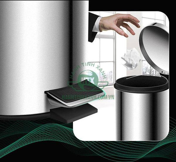 Cơ chế đạp chân giúp nắp thùng rác tự mở